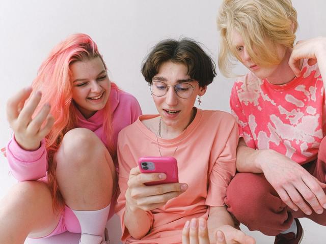 Hogy használják az egyes generációk a közösségi médiát? – Z generáció