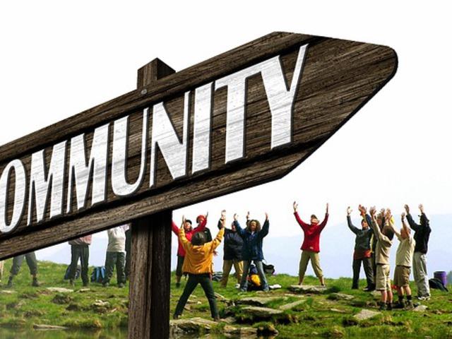 Szakmai és anyagi támogatás a Facebook közösségeknek