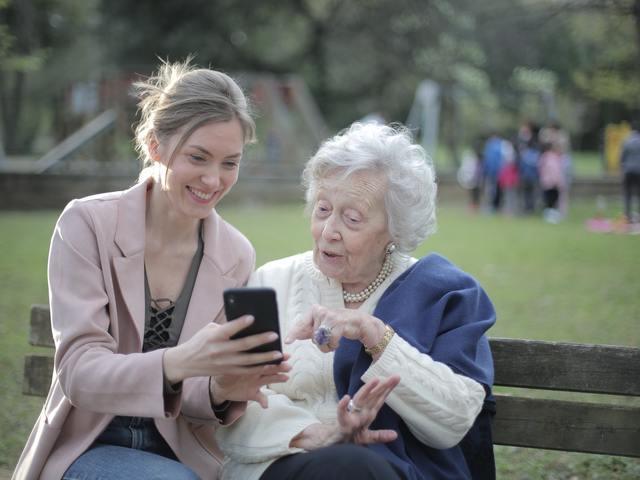 Hogy használják az egyes generációk a közösségi médiát? – A Baby boomer generáció