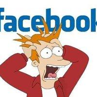 Egész nap csak Facebook-ozik...