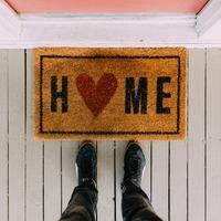 Otthon maradásra buzdító matricák Instagram-on
