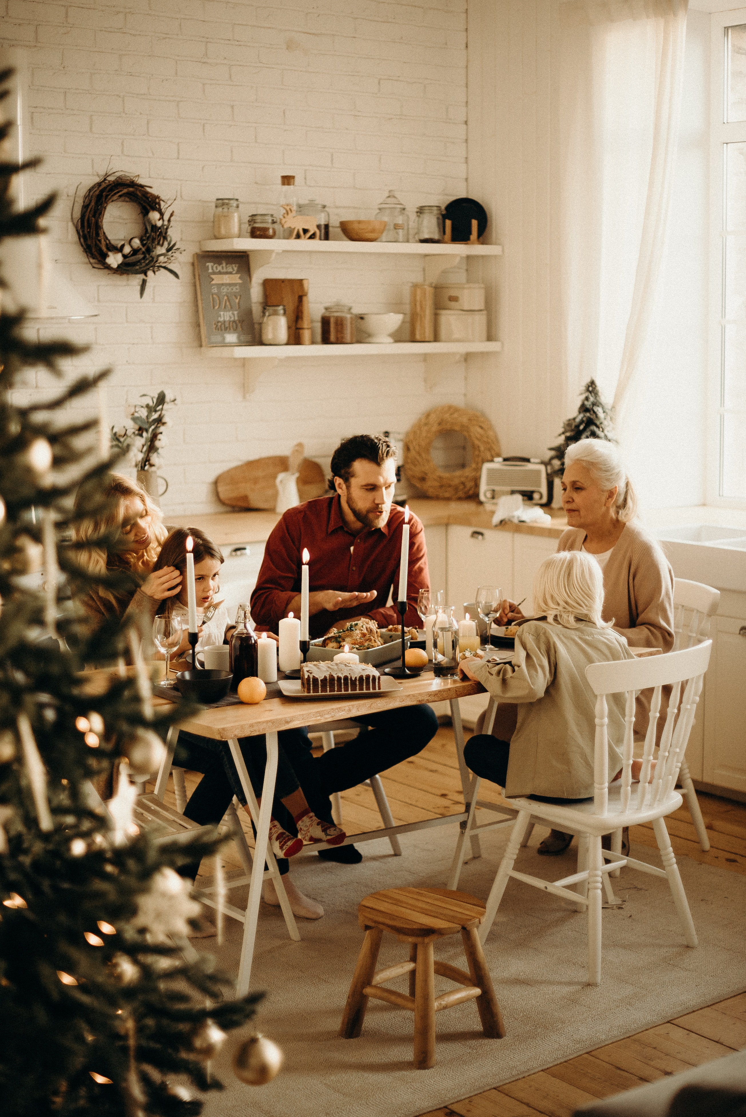 family-sitting-near-dining-table-and-eating-food-3171157_1_1.jpg