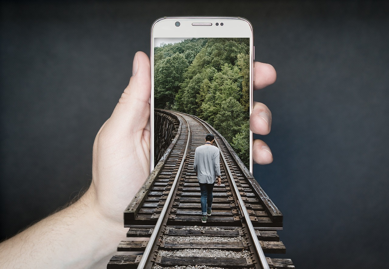 manipulation-smartphone-2507499_1280.jpg