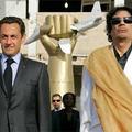 Sarkozy és Kadafi interakciója