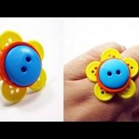Gyűrű gombbal dekorálva