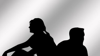 Veszélyes párkapcsolati játszma: a párom a gyermekem?!