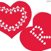 Kivágott szívek dekorációja