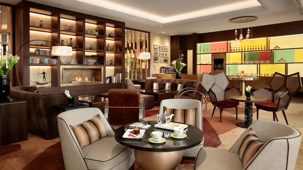 the-living-room-kempinski-hotel-corvinus-budapest.jpg