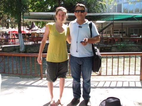 Osman és Judit a vízesésnél