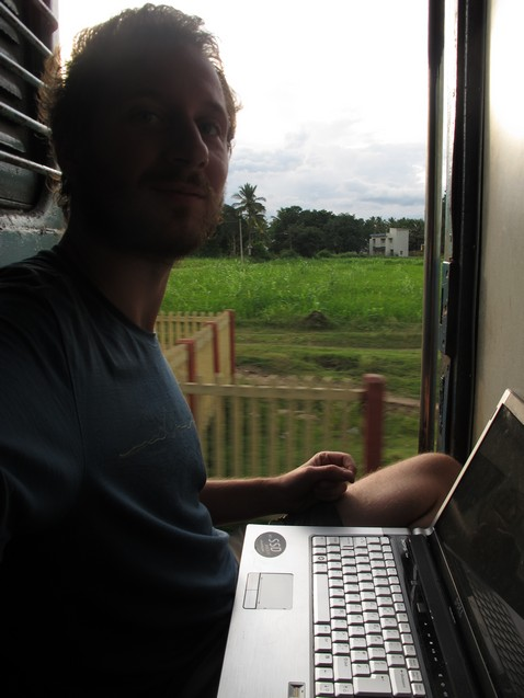 Vonatajtóban