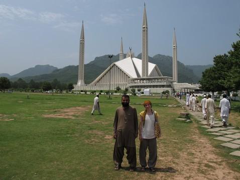 Hameeddal a mecset előtt