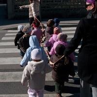 Hogyan tartsunk egyben egy csapat kiscsoportos ovodast az utcan?