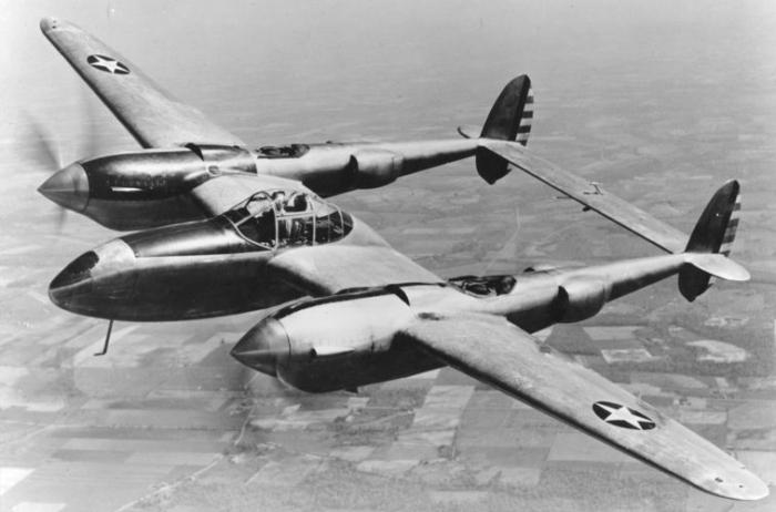 P–38 Lightning 01.jpg