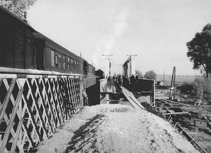 Utolsó vonat a régi hídon.jpg
