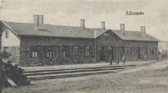 Vasútállomás_régi képeslapról.jpg