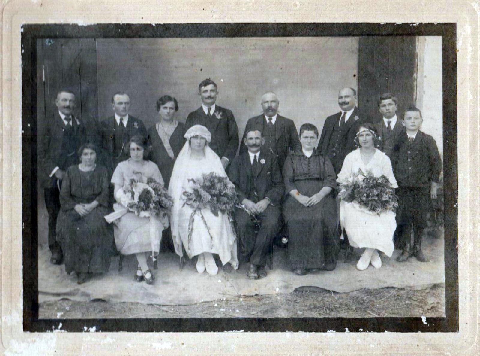 buda_karolin_es_jozsa_kalman_eskuvoje_1924-page-001.jpg