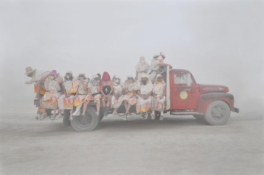 dust-portraits-_gabriel-de-la-chapelle-11_880.jpg
