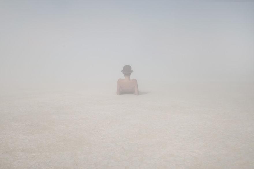 dust-portraits-_gabriel-de-la-chapelle-12_880.jpg