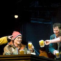 Stohl és Hevér menti meg a Vígszínház új darabját