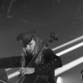 Így húzza el a Himnuszt egy félmeztelen finn csellista