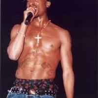 Feltámasztották 2Pac-et - a rapper egy hétvégi fesztiválon zenélt