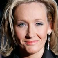 Szeptembertől a boltokban J.K. Rowling felnőtteknek szóló könyve
