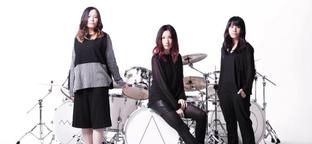 Vadóc japán csajszik fejtik meg a gitárzenét