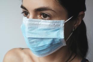 Így kezdik ki az arcbőrt a szájmaszkok