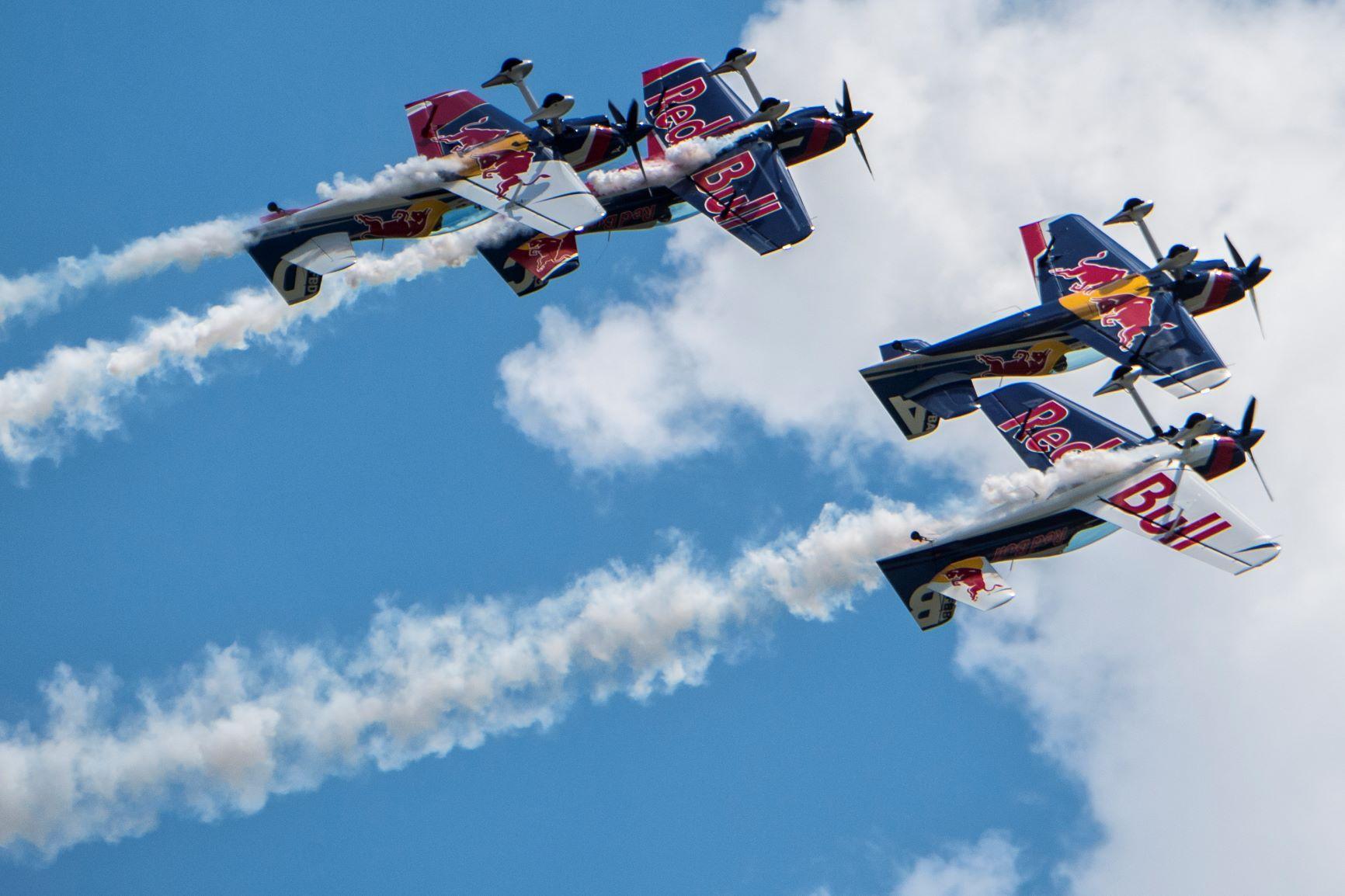 red_bull_air_race_flying_bulls_1.jpg