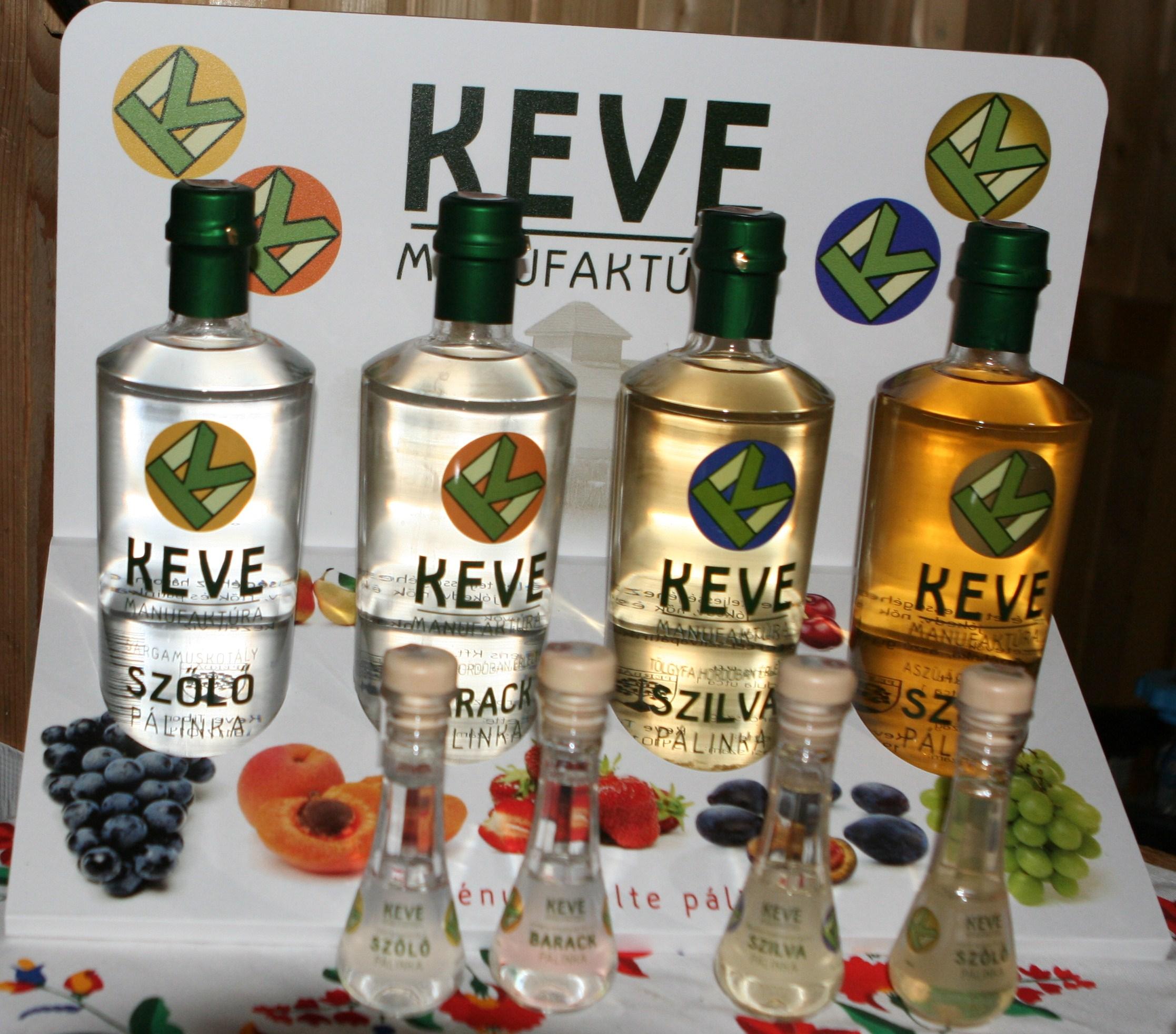 Itt például egy manufaktúra termelését láthatjuk. A képen látható négy ízből 3500 palacknyit készítettek tavaly. www.facebook.com/kevemanufaktura