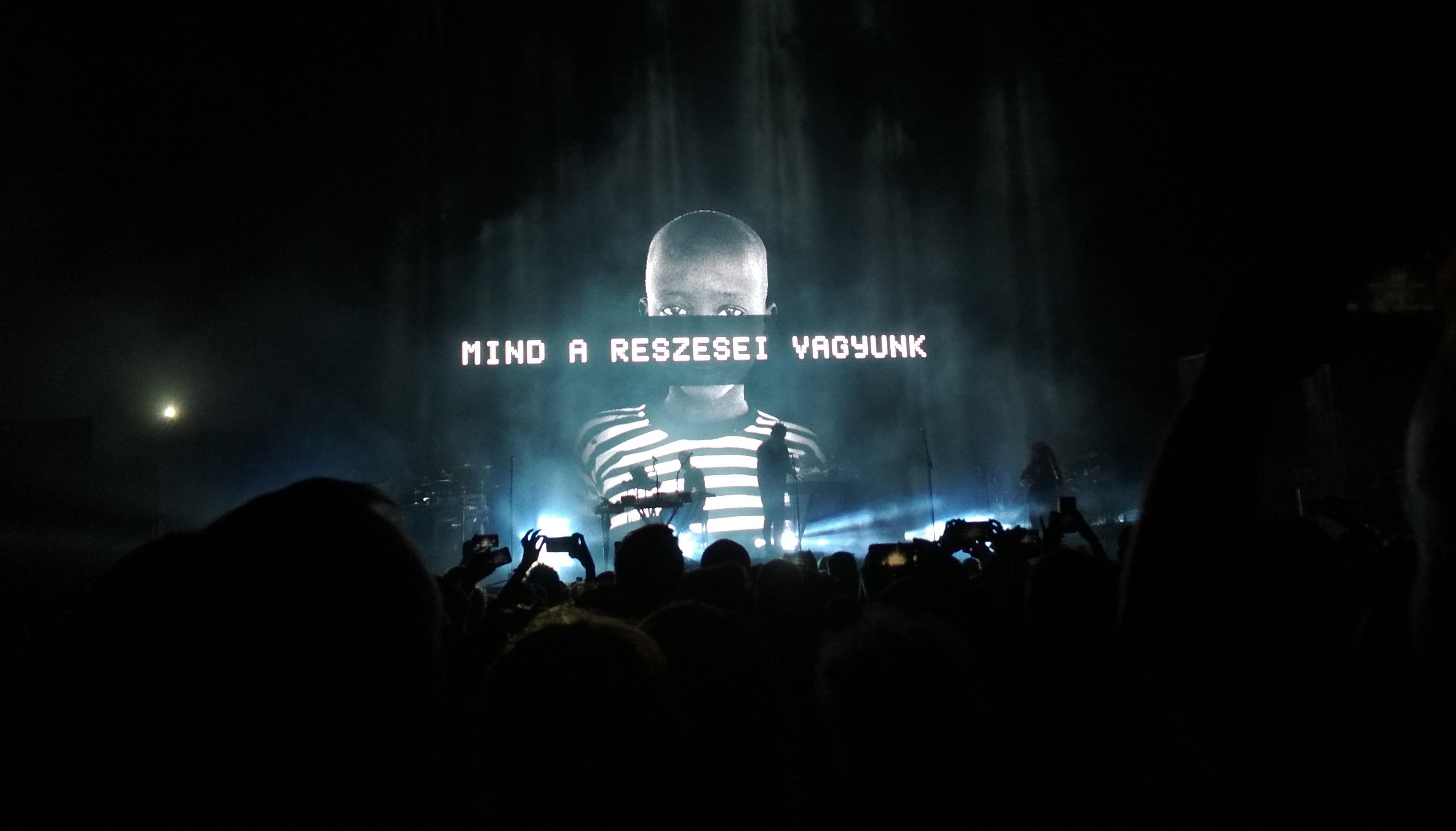 21:18 - elkezdődött a Massive Attack