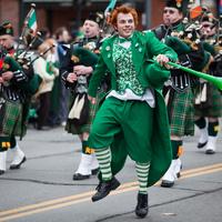 Légy egy napra ír! Vidámság, parádé, sör, mókás jelmezek! Ölts magadra te is zöldet!