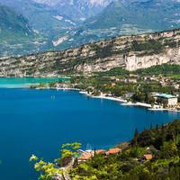 Garda-tó: déli életérzés, bájos óvárosok, festői kikötők, ízletes ételek és italok