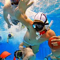 Víz alatti rögbi: egy izgalmas 3D-s csapatsport a medencében