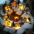 Karácsonyi ajtódísz házikókból