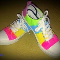 Készíts vidám, szivárvány színekben pompázó cipőt egyszerűen