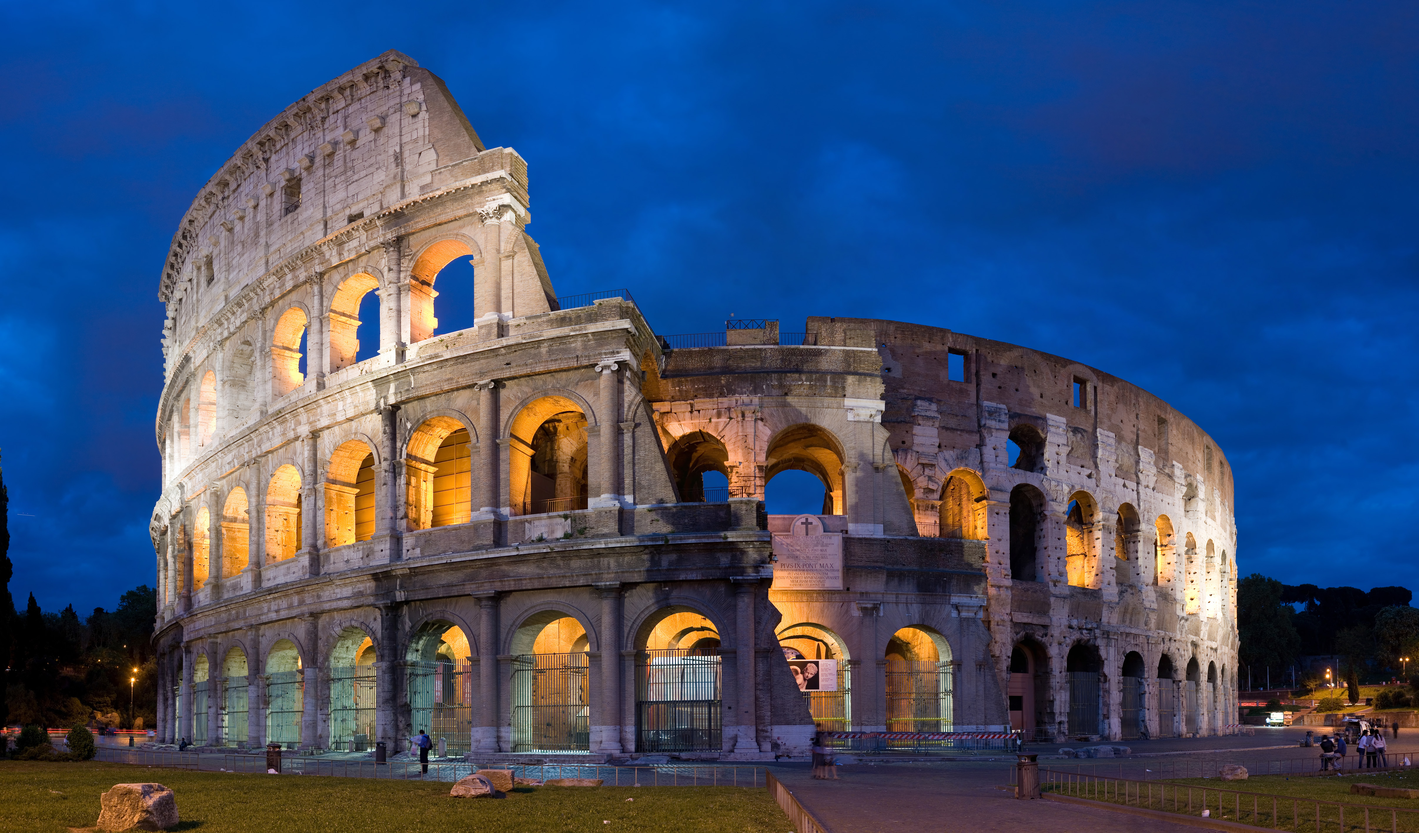 colosseum_in_rome_italy_april_2007_1.jpg