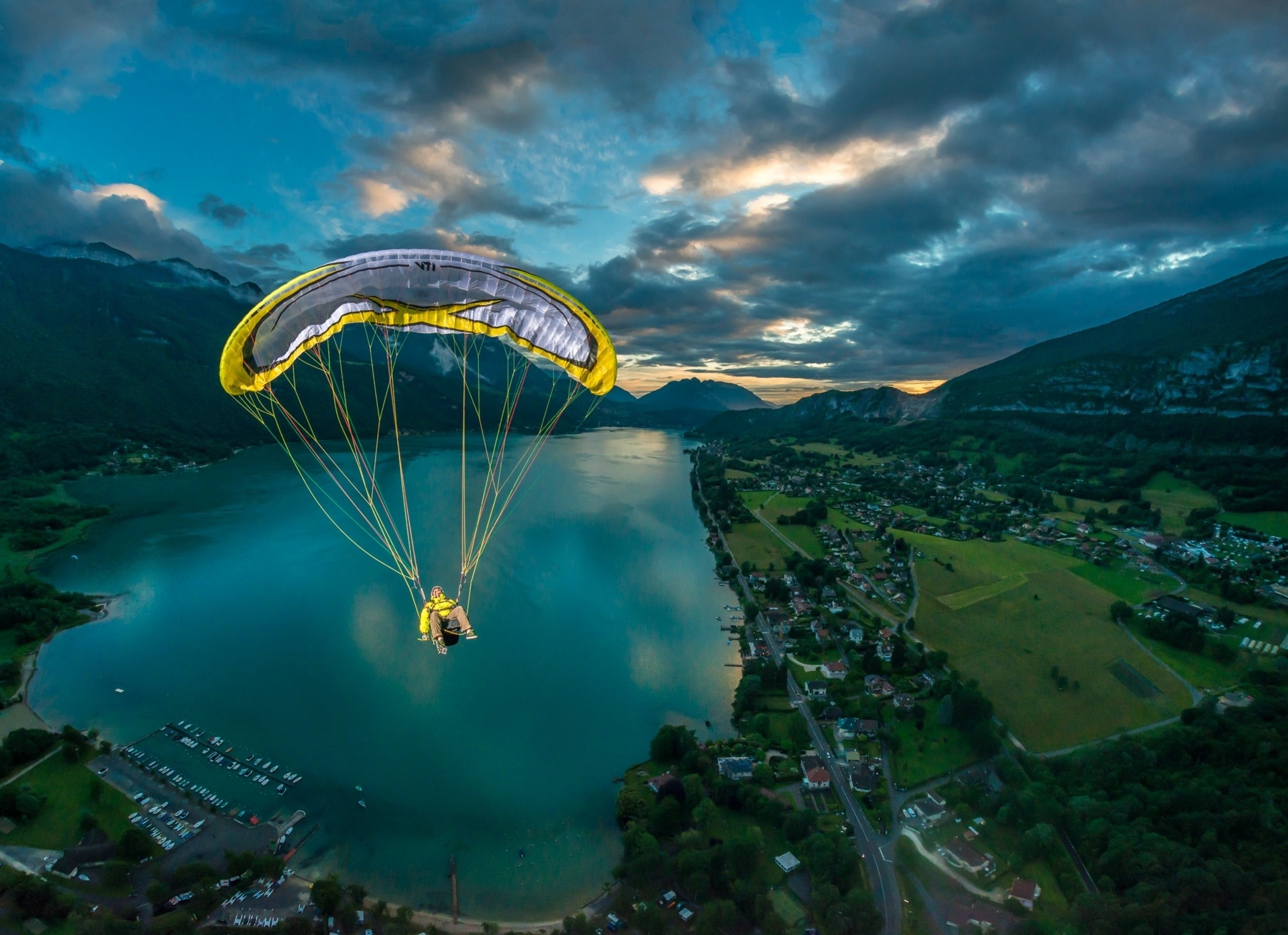 68518168-paragliding-wallpapers.jpg