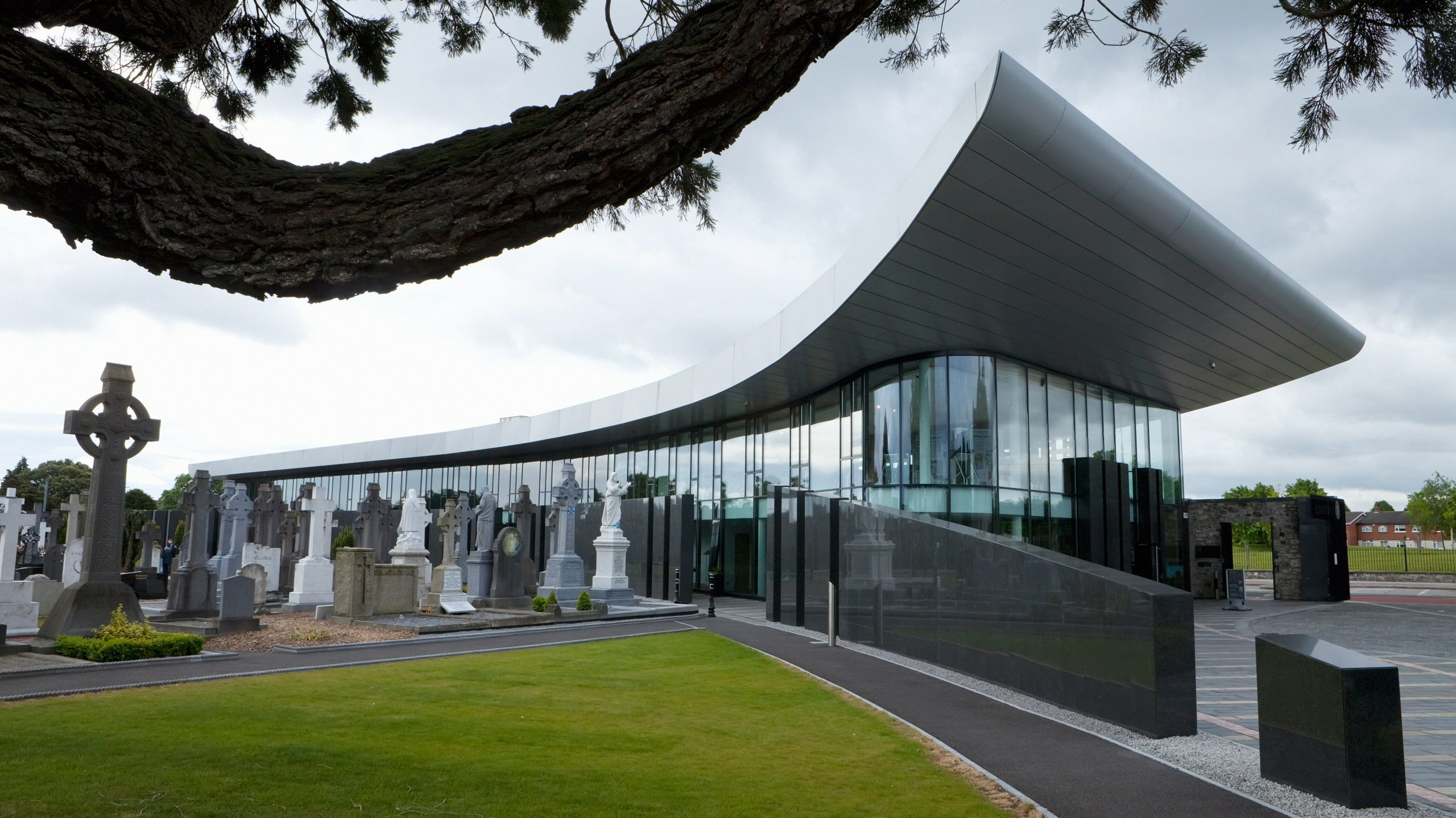 glasnevin-cemetery_gettyimages-596159460.jpg