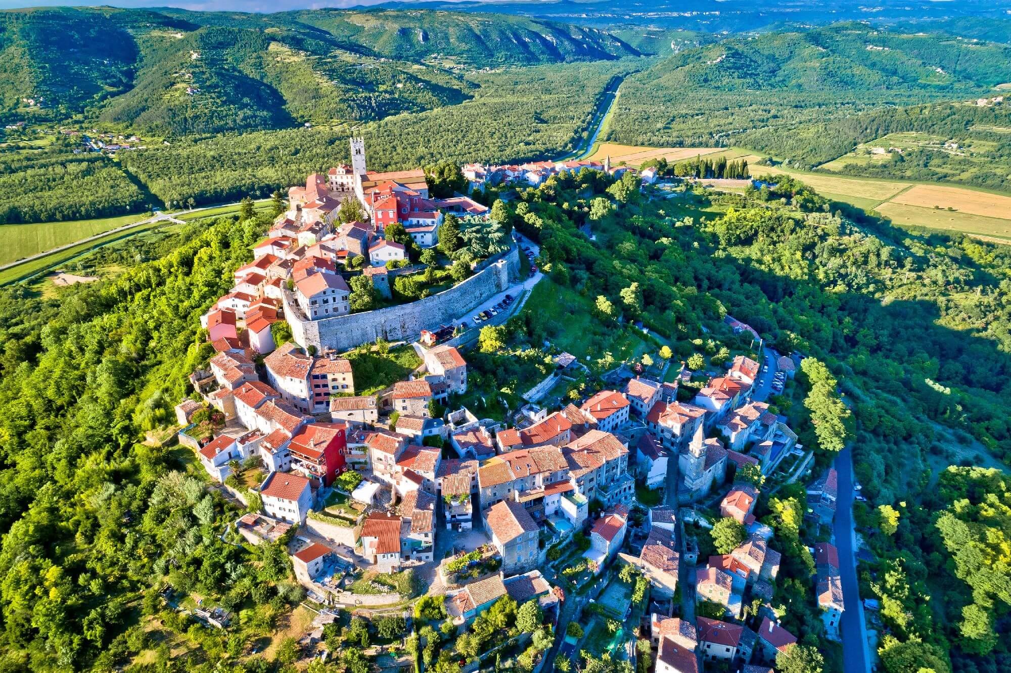 hill-town-of-motovun-croatia_5c2f6feaecb00.jpg