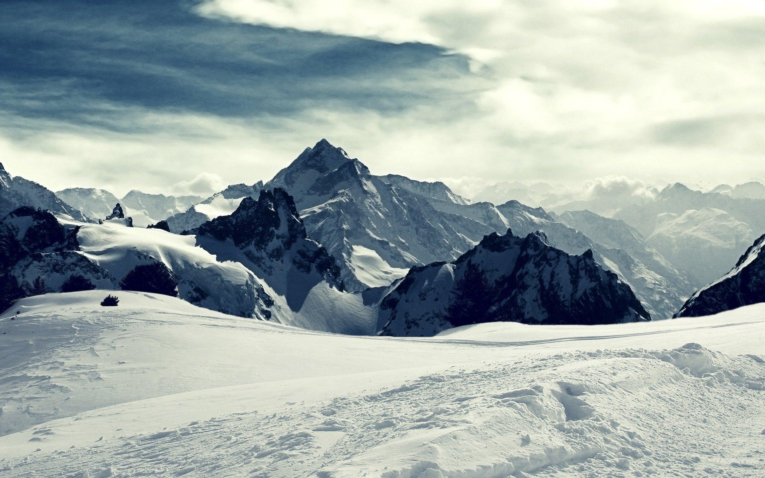 iceland-mountain-snow.jpg