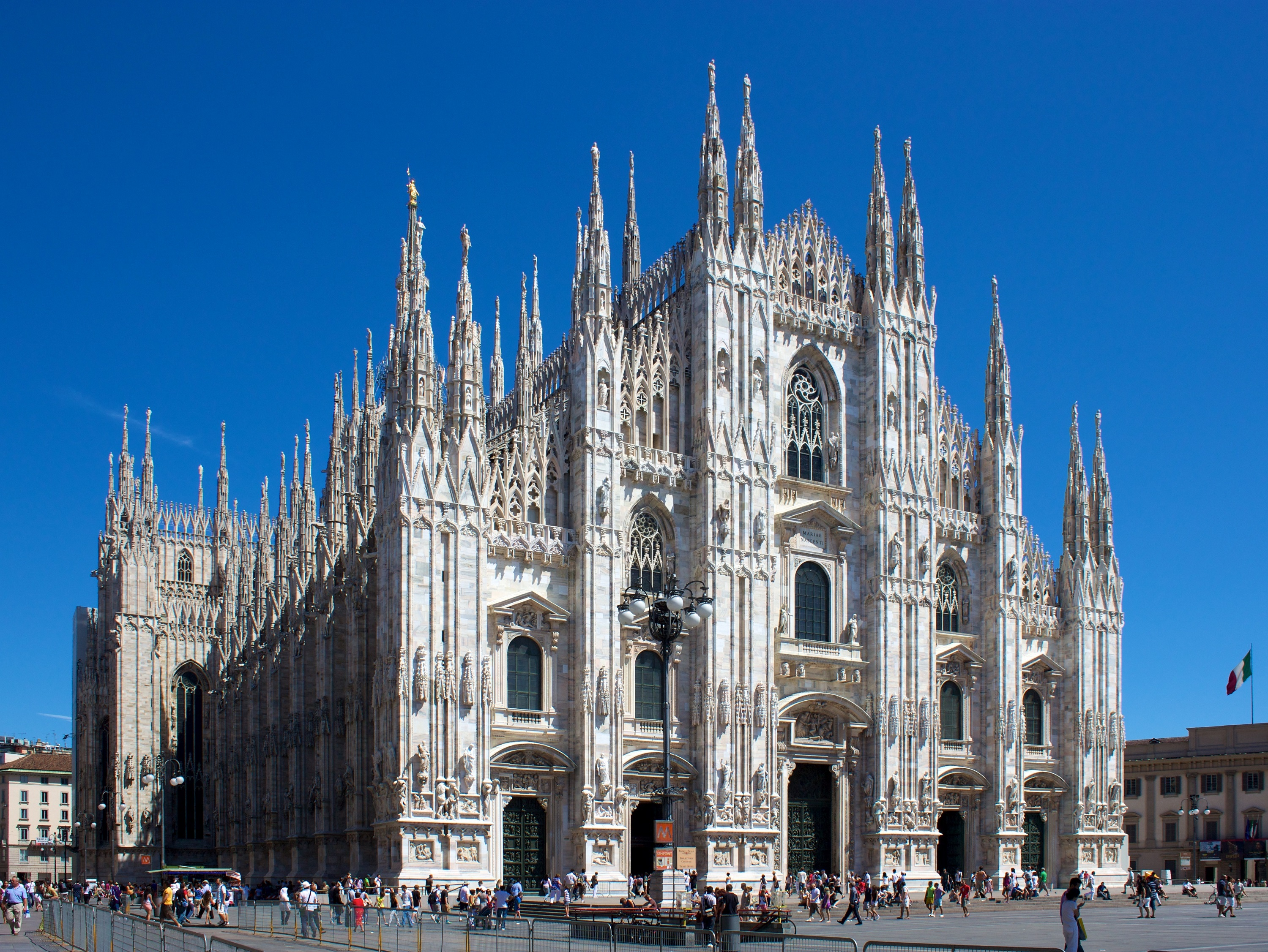 milan_cathedral_from_piazza_del_duomo.jpg