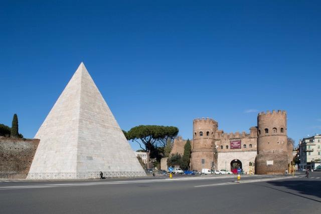 piramide_cestia.jpg