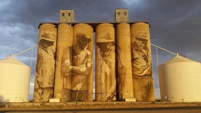 street-artist-paints-amazing-mural-on-old-30m-silos-4_880.jpg