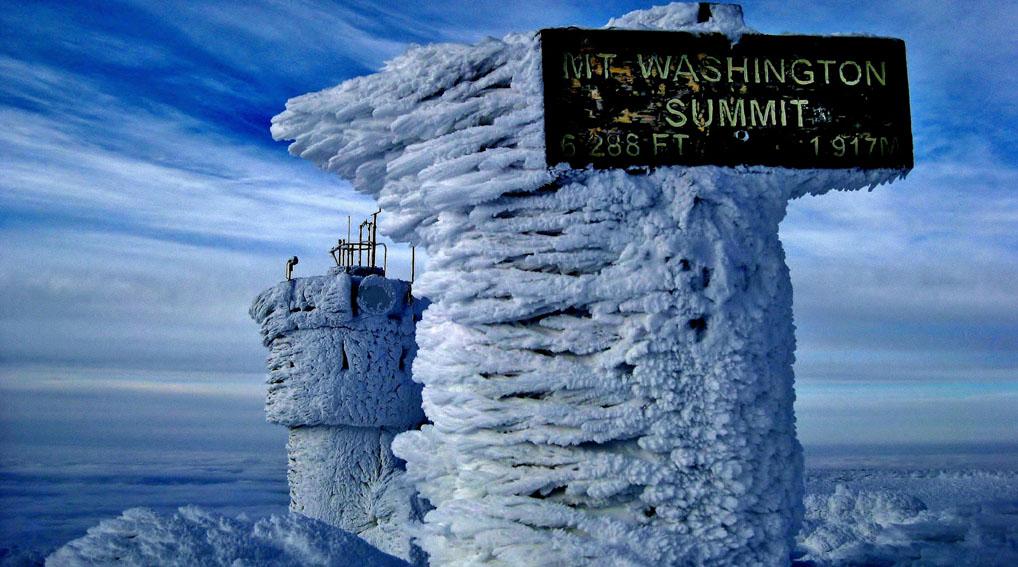 von-eis-und-schnee-umhullte-wetterstation-c-mount-washington-observatory.jpg