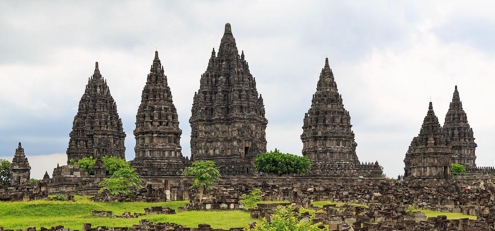 yogyakarta_indonesia_prambanan-temple-complex-02.jpg
