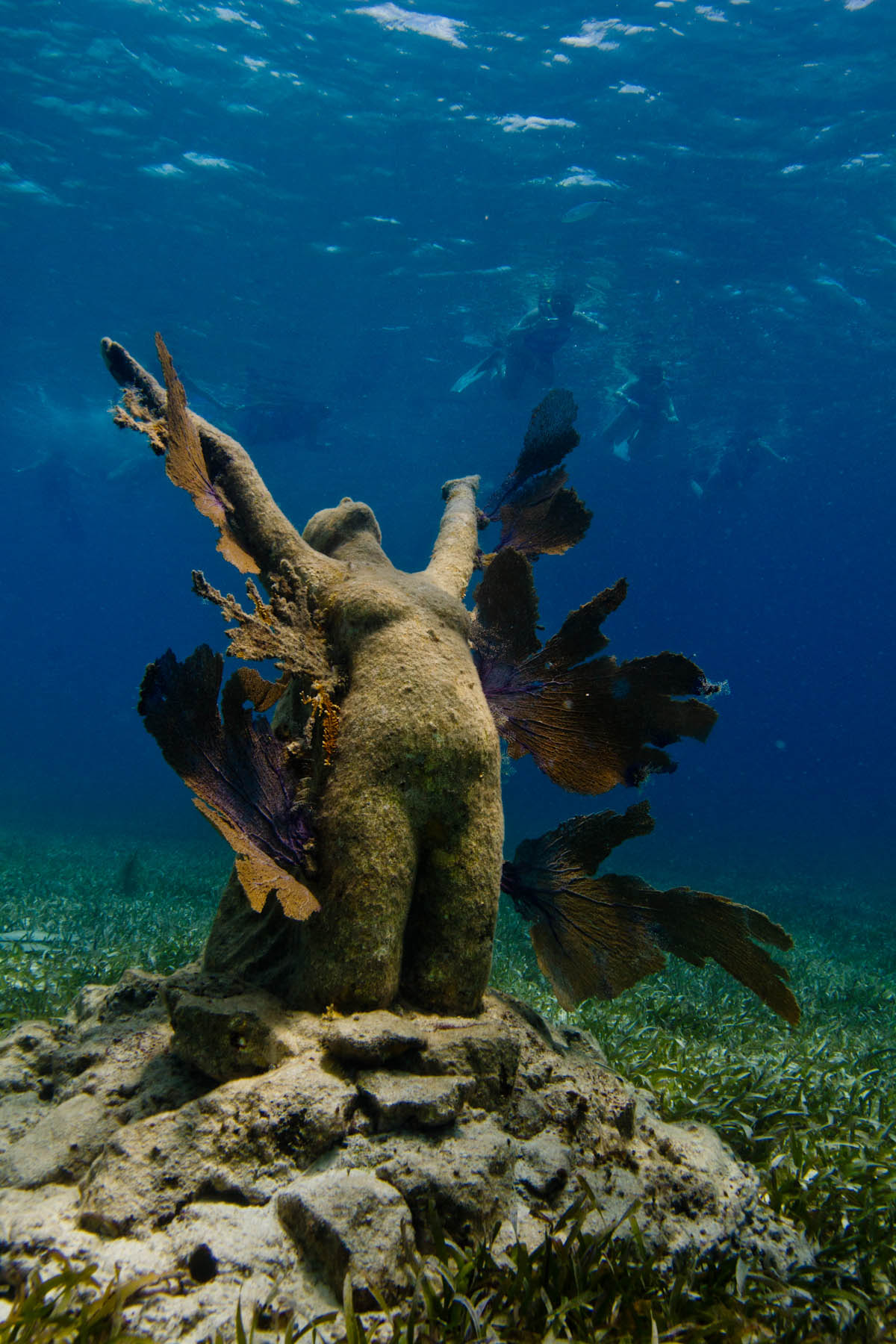 jason-decaires-taylor-underwater-sculpture-reclamation.jpg