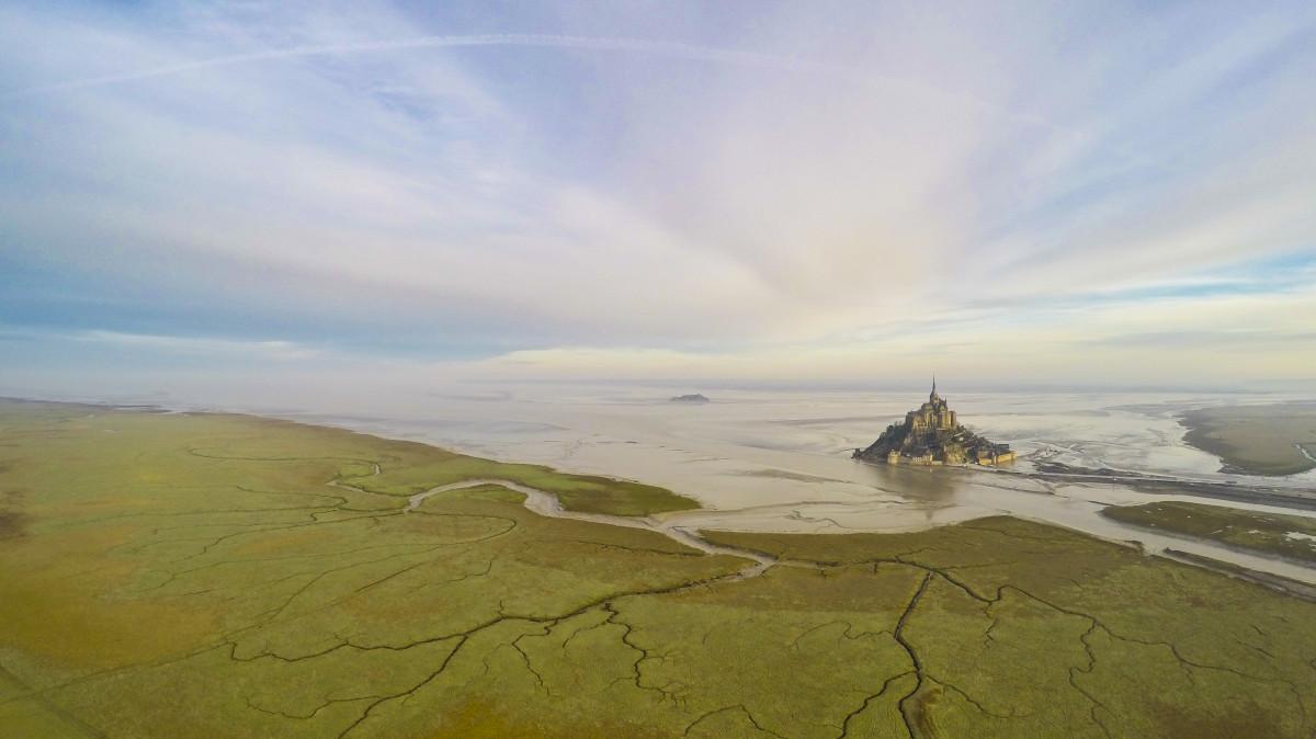 """A """"Helyek"""" kategória második helyezettje Wanaiifilms Mont-Saint-Michelről készült fotója."""