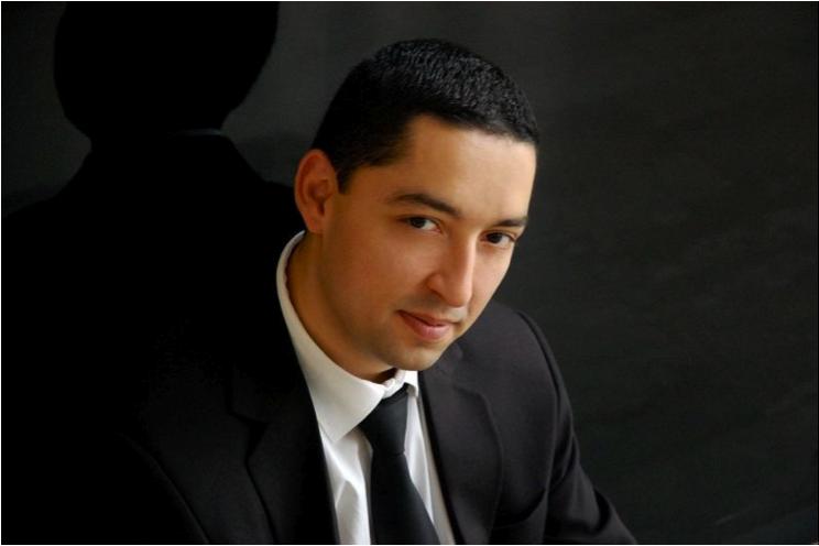 Zongorán közreműködik: Balog József