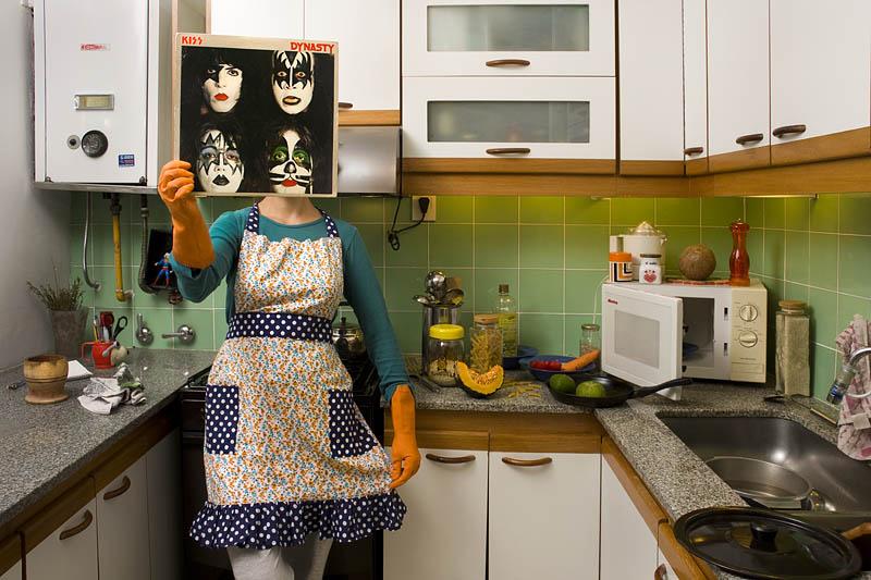 Pablo GARBER: A Ponete Un Disco (Próbálj fel egy lemezt!) c. sorozatból, 2012, színes fotó, a művész jóvoltából